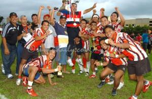 Pasukan Kelantan meraikan kejayaan selaku juara National Sevens 2010.
