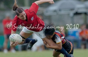 Natasya Shangwa Olsen Thorne (merah) pemain center Hong Kong Women XV