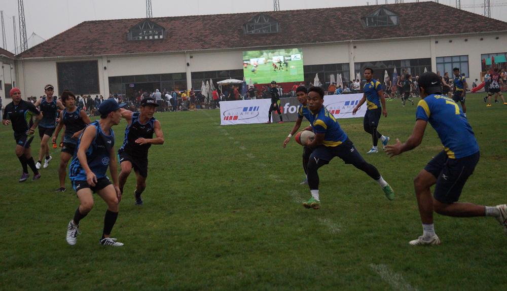 Pertembungan sengat Scorpion Touch Putrajaya menentang Hong Kong Blue Dragons. Amirul Haziq Hasdi mengatur serangan balas di kejohanan 11th Shanghai International Touch Tournament 2014.