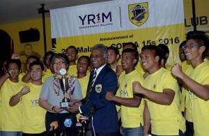 Upacara Pengumuman Kejohanan Ragbi 1 Malaysia Cobra 15 Sepasukan(B19) kali ke2 dan penyerahan trofi kejohanan oleh Ketua Pegawai Eksekutif Yayasan 1Malaysia Ms Ung Su Ling kepada Presiden Kelab Ragbi Cobra Lt. Kol.(B) Tommy Pereira semasa sidang media yang telah diadakan di Kelab Cobra, Petaling Jaya.