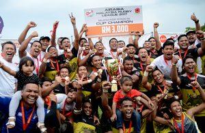 Pasukan ragbi Silver Gaurus muncul juara setelah menewaskan Kor JLJD dalam perlawanan akhir Divisyen 1 Liga Ragbi 2017. Kredit Foto - Sukandaily