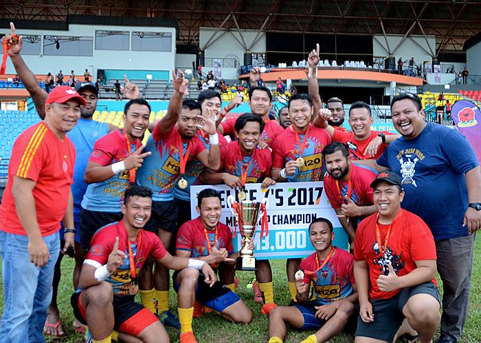 Keris Conlay terus menguasai arena ragbi tanah air di Kejohanan Ragbi Elite 7s apabila berjaya mengenepikan saingan pasukan Panthers Blowpipes dalam perlawanan akhir yang telah diadakan di Stadium Majlis Bandaraya Petaling Jaya, Kelana Jaya. Kredit Foto - Sukandaily
