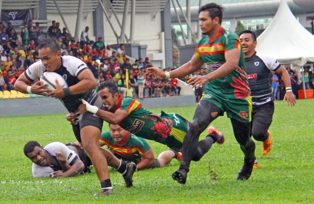 Aksi pemain flyhalf Aliff Sazrie Azmi ketika mendapatkan mata jatuhan try ke-4 buat pasukan Terengganu sewaktu menentang Kedah dalam perlawanan kedua peringkat kumpulan kejohanan ragbi Piala Agong 2018 edisi ke-36 yang telah berlansung di Stadium Sultan Abdul Halim, Alor Star. Kredit Foto - Sukandaily