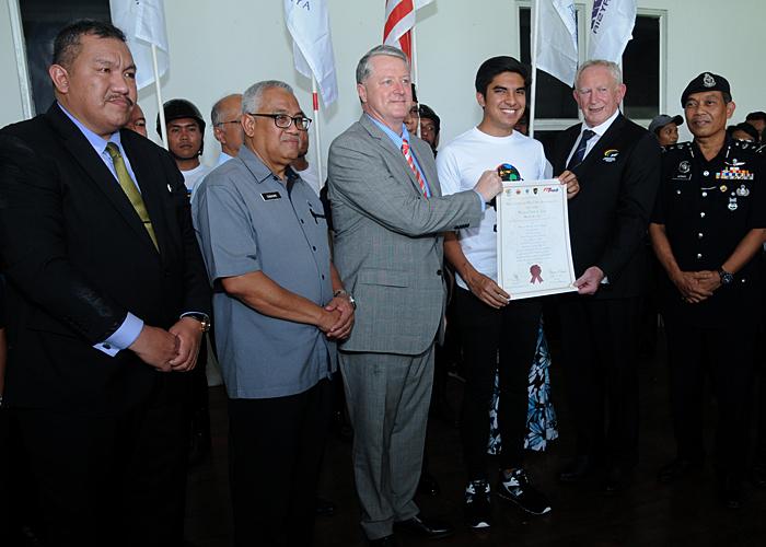 Menteri Belia dan Sukan YB Syed Siddiq(kemeja T putih) merasmikan Taman Ekuestrian Putrajaya sebagai venue Kejohanan Piala Dunia FIT Touch edisi ke-9 yang telah diadakan di Pavilion Taman Ekuestrian Putrajaya. Kredit Foto - Sukandaily   Mahmud Talib